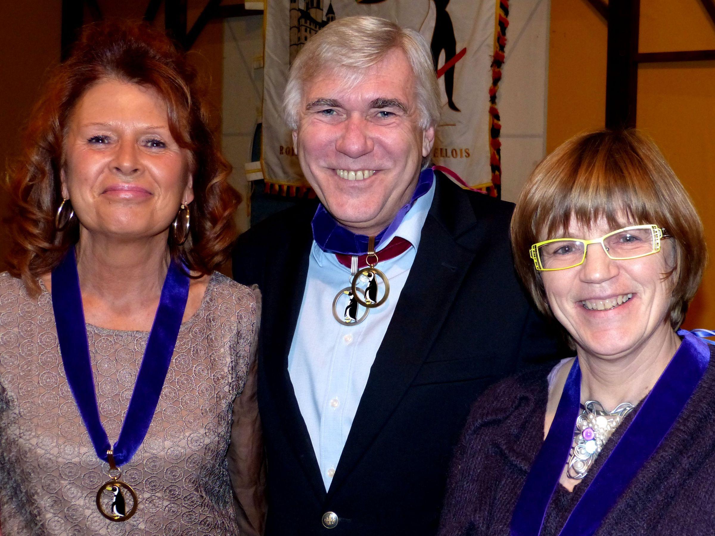 de gauche à droite, Catherine Richelot, Bailli en exercice et Présidente de 1995 à 1997 et de 1998 à 2001, Didier Leurs, Bailli en exercice et Ministre de l'Ordre et Béatrice Bertrand, Bailli en exercice et Mémoire de l'Ordre