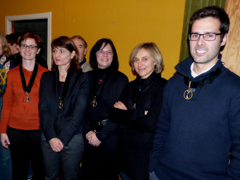 de gauche à droite, les Ecuyers Christel Dehoux, Bénédicte Mambour, Cristel Dallons, Sophie Sidler et Gaëtan Defalque